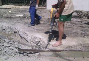 Слом стен, демонтаж зданий и перегородок.